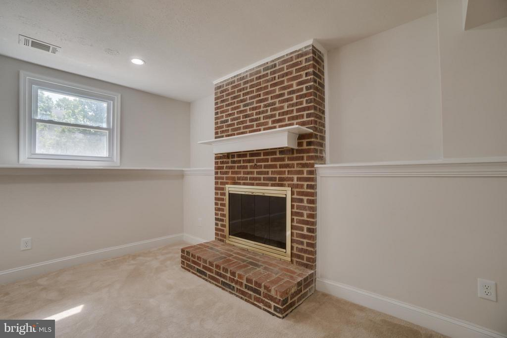 Basement w/wood burning fireplace - 9 HAVEN CT, STAFFORD