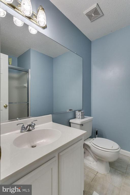 Bath - 7107 STRAWN CT, ALEXANDRIA