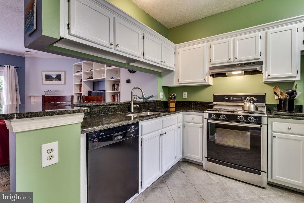 Kitchen - 7107 STRAWN CT, ALEXANDRIA