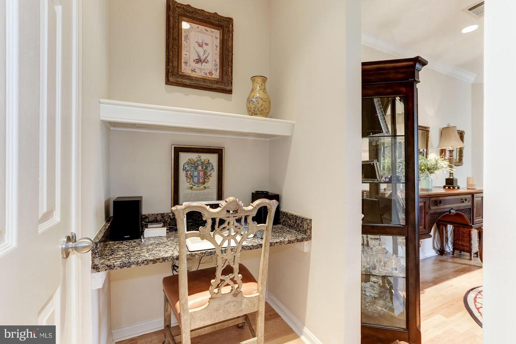 Desk nook off of foyer entrance - 9490 VIRGINIA CENTER BLVD #343, VIENNA