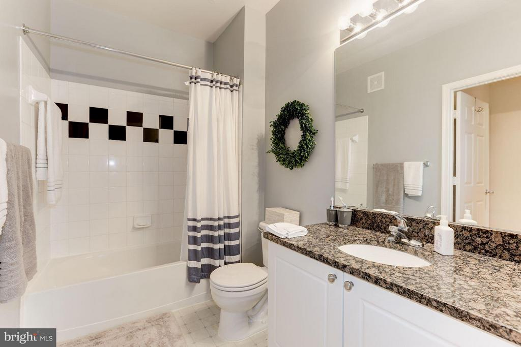 Second bathroom - 9490 VIRGINIA CENTER BLVD #343, VIENNA