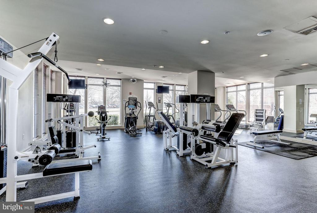 Fitness center - 9490 VIRGINIA CENTER BLVD #343, VIENNA