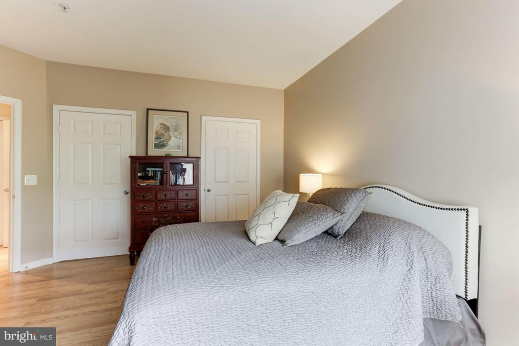 2nd BR features dual-entry BA and walk-in closet - 9490 VIRGINIA CENTER BLVD #343, VIENNA