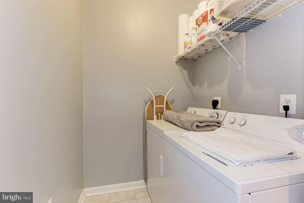 Actual laundry *room* with great storage space - 9490 VIRGINIA CENTER BLVD #343, VIENNA
