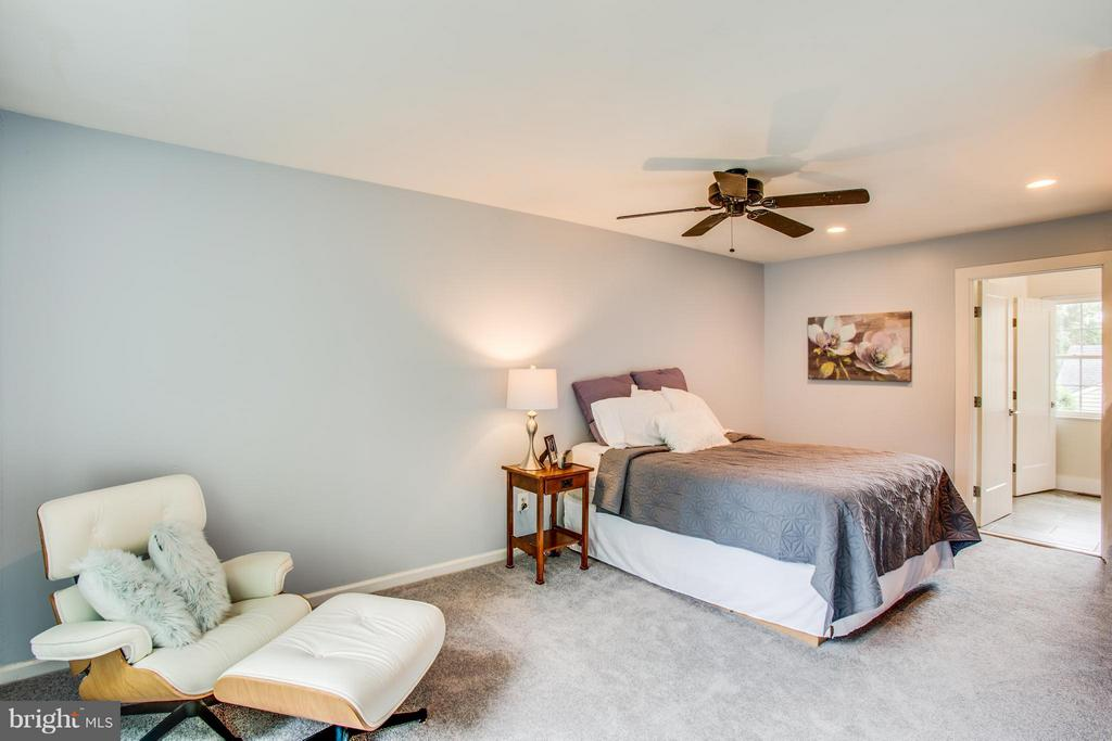 Spacious and recently renovated master suite - 8 IDYLWOOD PL, STAFFORD