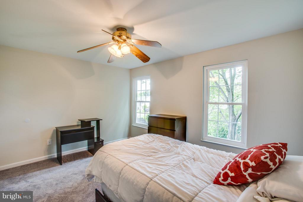 Great natural light in large 4th bedroom - 8 IDYLWOOD PL, STAFFORD