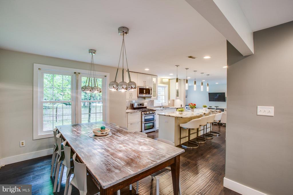 Gather round! Roomy dining area for grand feasts - 8 IDYLWOOD PL, STAFFORD