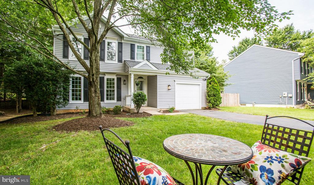 Serenity! Enjoy your morning coffee mid the trees - 8 IDYLWOOD PL, STAFFORD