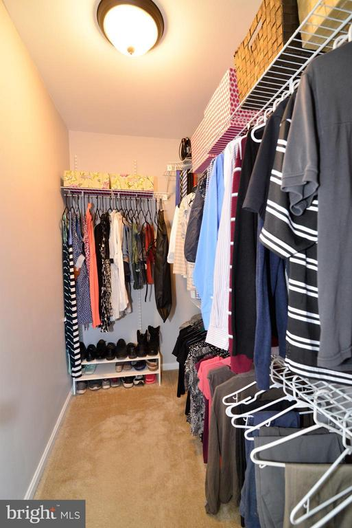 Walk in Closet - 930 SMARTTS LN NE, LEESBURG