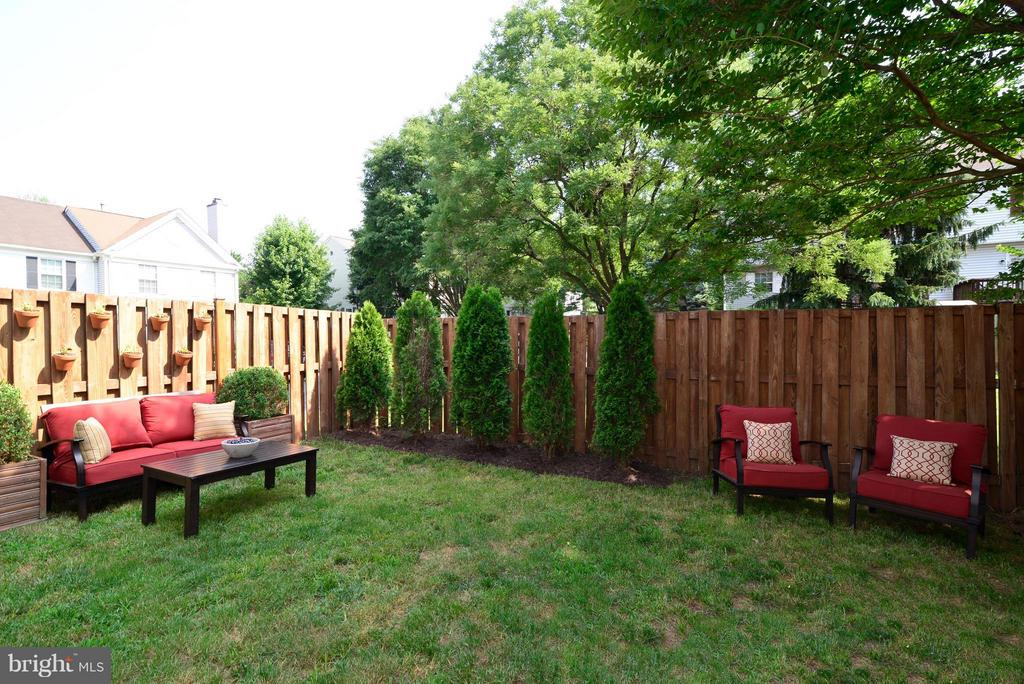Nice Fenced in Back Yard! - 930 SMARTTS LN NE, LEESBURG