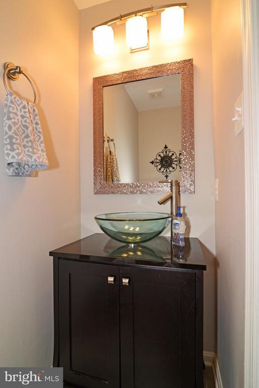 Powder Room - 930 SMARTTS LN NE, LEESBURG