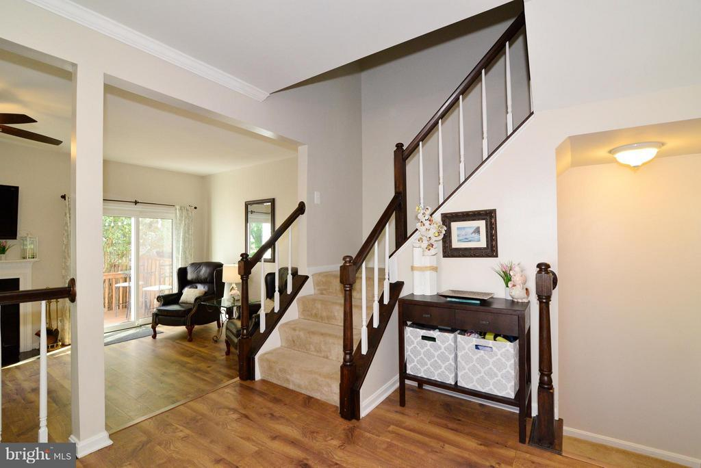 Entry Way - 930 SMARTTS LN NE, LEESBURG