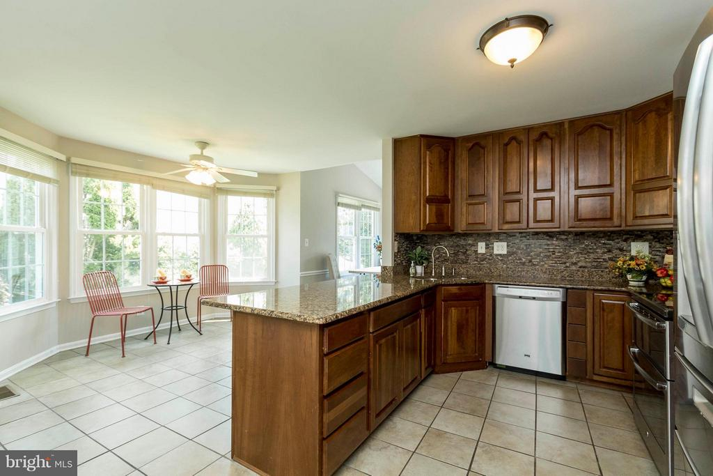 Eat-In Kitchen - 8429 SILVERDALE CT, LORTON