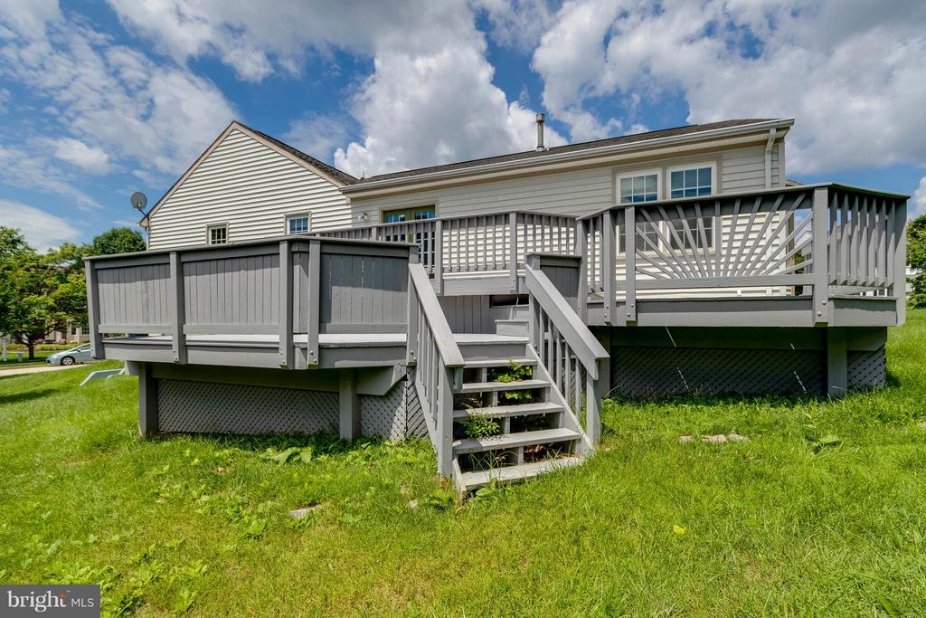 Multi-Tiered Deck - 8429 SILVERDALE CT, LORTON