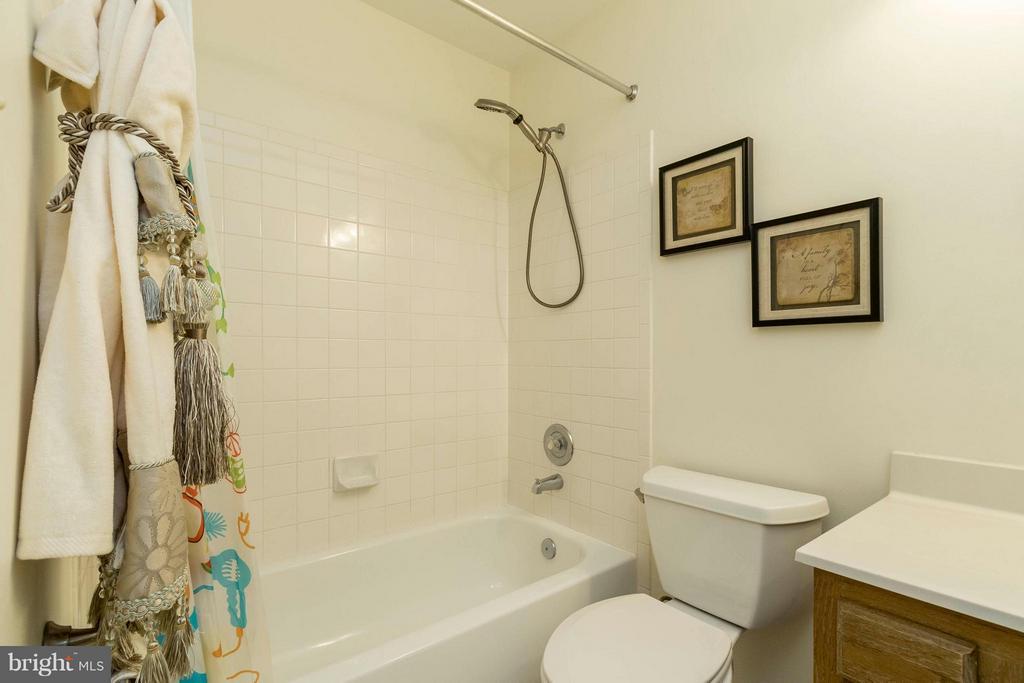 Bath - 8429 SILVERDALE CT, LORTON