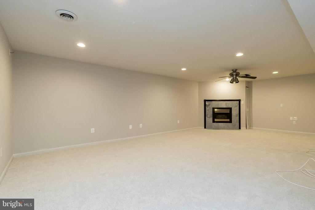 Basement Family Room w/ Fireplace - 8429 SILVERDALE CT, LORTON