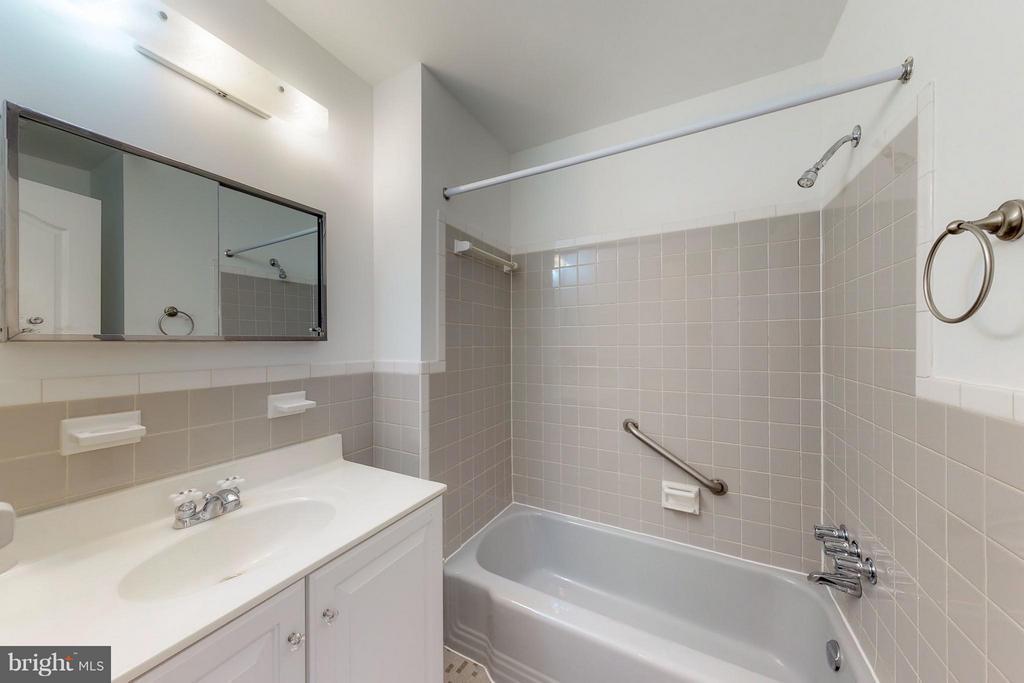 Bath - 11411 ORLEANS WAY, KENSINGTON