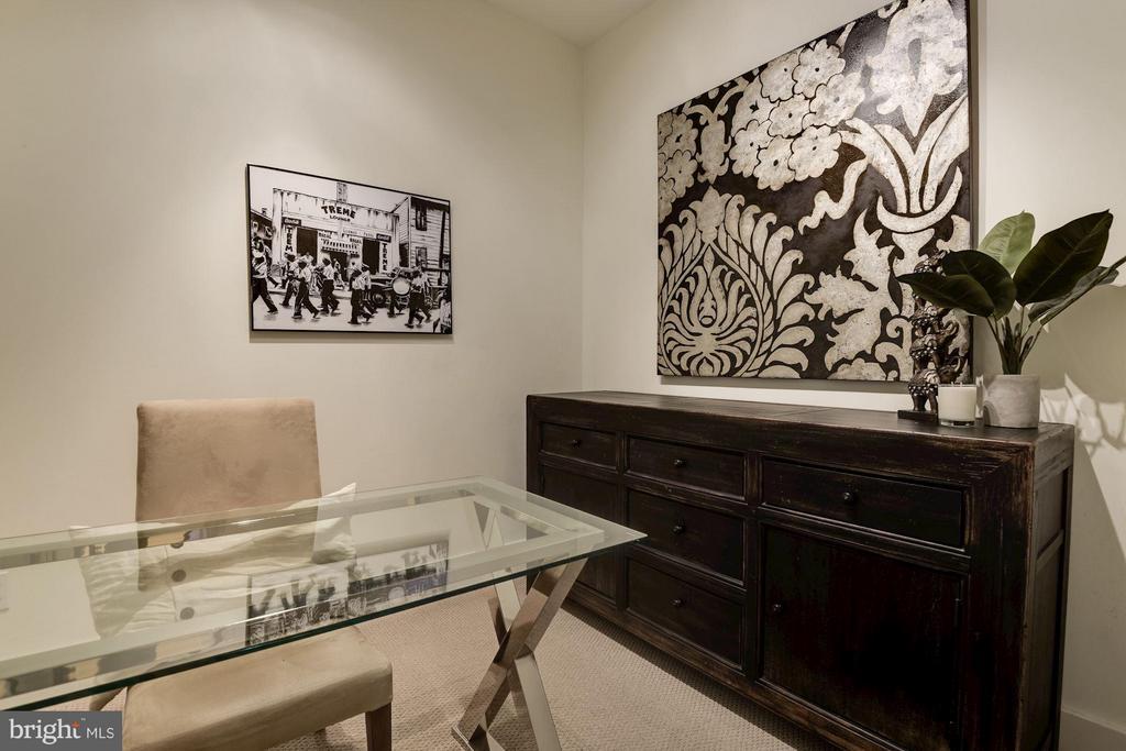 DEN - HOME OFFICE - GUEST ROOM - BONUS ROOM - 2328 CHAMPLAIN ST NW #320, WASHINGTON