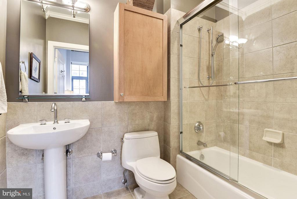 2ND FULL BATHROOM - 2328 CHAMPLAIN ST NW #320, WASHINGTON