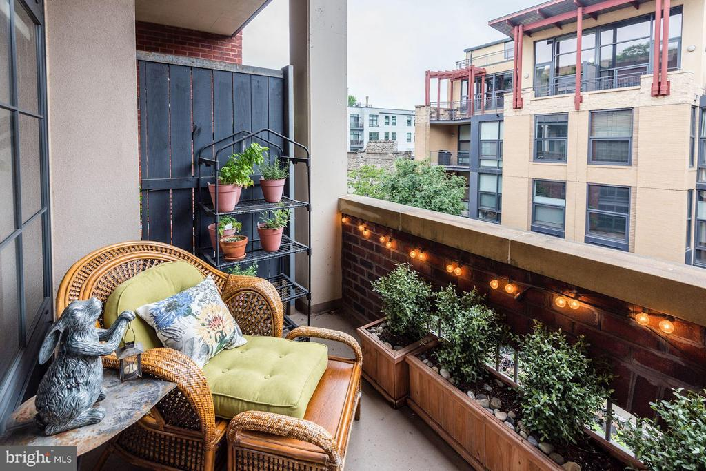 SPACIOUS BALCONY - PERFECT FOR RELAXING OUTDOORS! - 2328 CHAMPLAIN ST NW #320, WASHINGTON