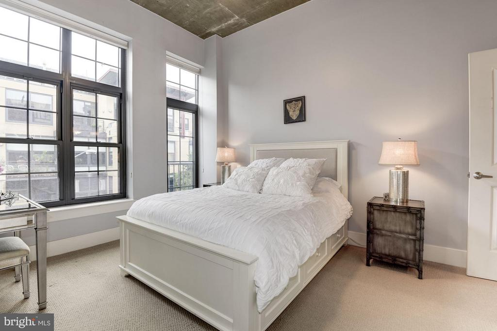 MASTER BEDROOM WITH EXTRA TALL LOFT CEILING! - 2328 CHAMPLAIN ST NW #320, WASHINGTON