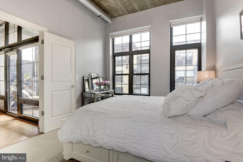 MASTER BEDROOM WITH WALL OF WINDOWS! - 2328 CHAMPLAIN ST NW #320, WASHINGTON