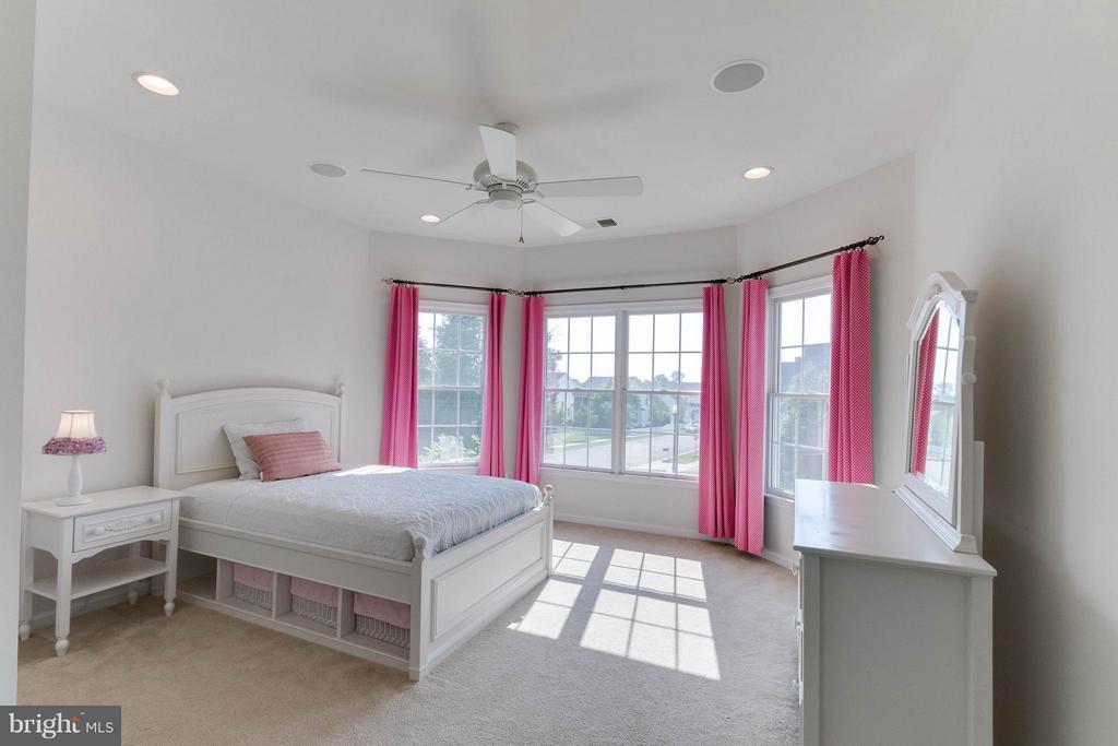 Princess suite bedroom - 25287 JUSTICE DR, CHANTILLY