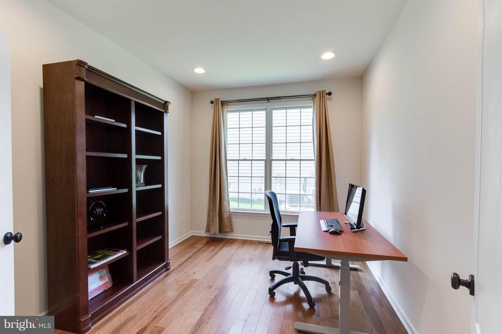 Main level study/office - 25287 JUSTICE DR, CHANTILLY