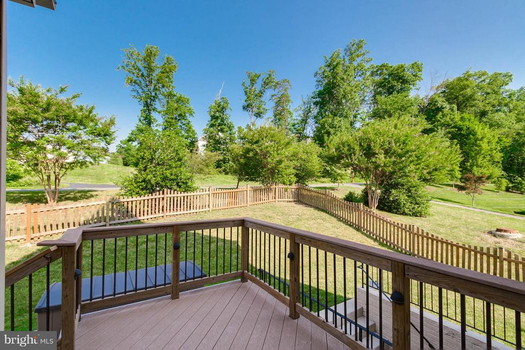 Trex deck - 25287 JUSTICE DR, CHANTILLY