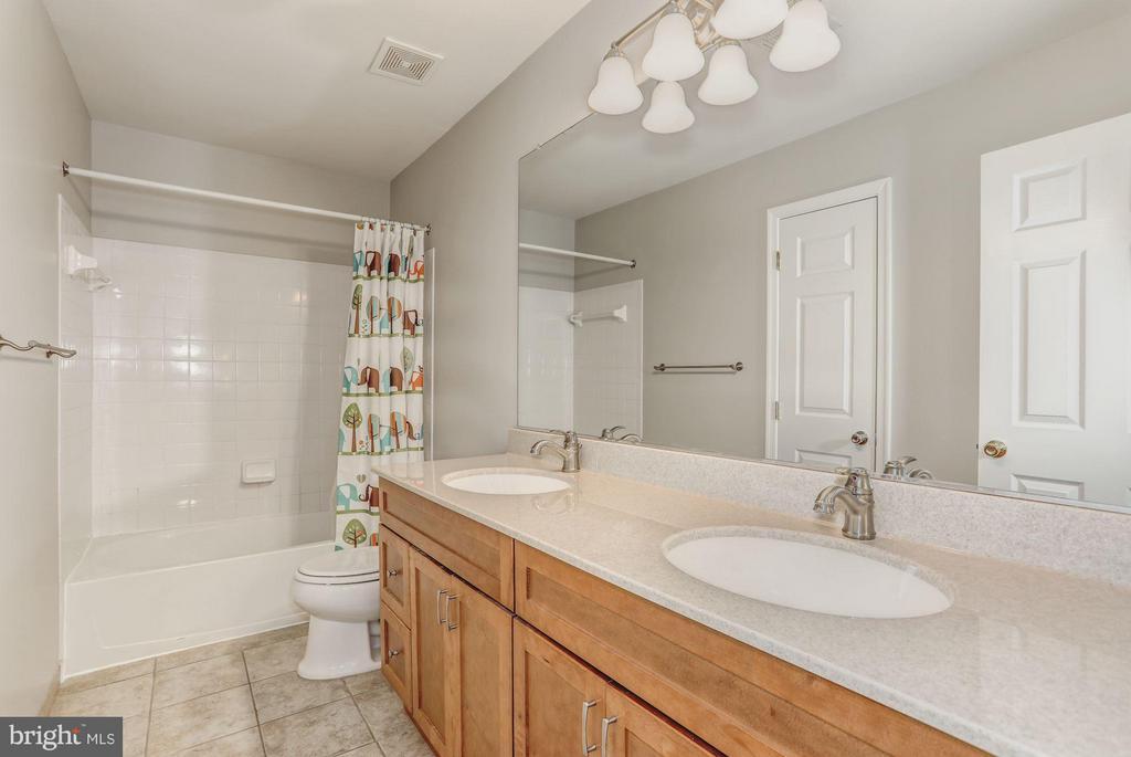 Bathroom 2 at Upper Level - 5109 WHISPER WILLOW DR, FAIRFAX