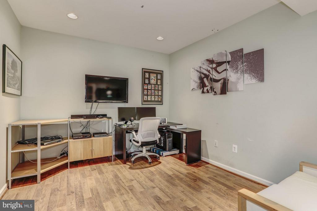 Basement/ Spacious Den/ Studio - 5109 WHISPER WILLOW DR, FAIRFAX