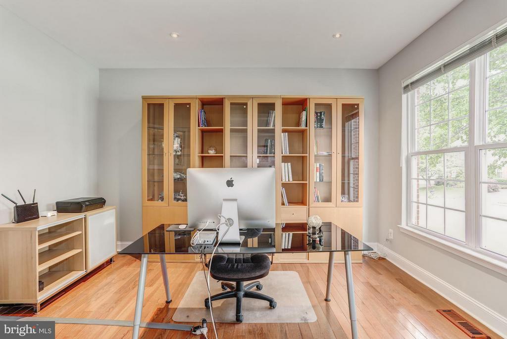 Main Level Studio/Library - 5109 WHISPER WILLOW DR, FAIRFAX