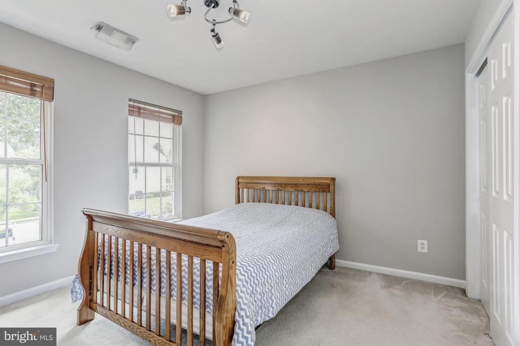 Bedroom 2 with perfect natural light. - 5109 WHISPER WILLOW DR, FAIRFAX