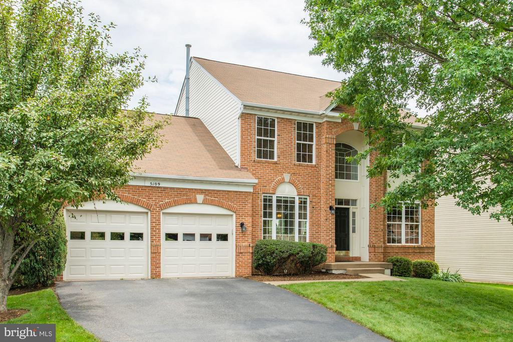 Brick Front Colonial - 5109 WHISPER WILLOW DR, FAIRFAX