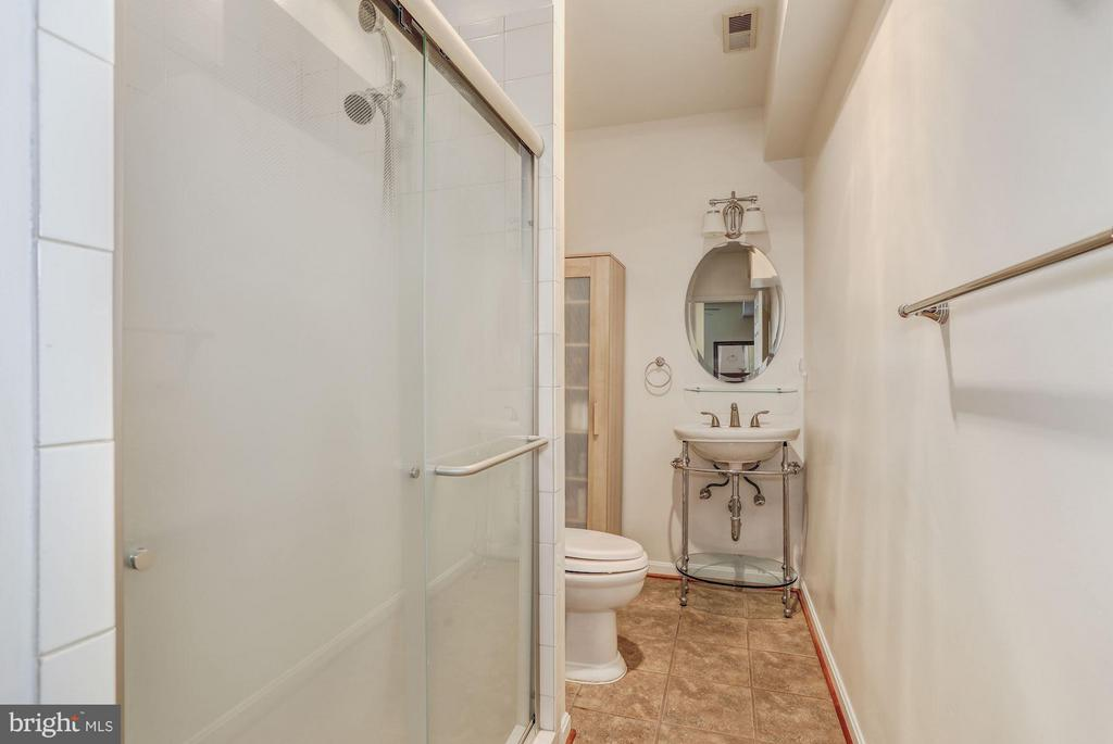Full Bathroom #3 - 5109 WHISPER WILLOW DR, FAIRFAX
