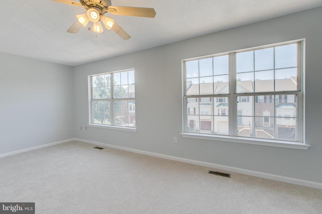 Expansive master bedrooom - 508 WATERS COVE CT, STAFFORD