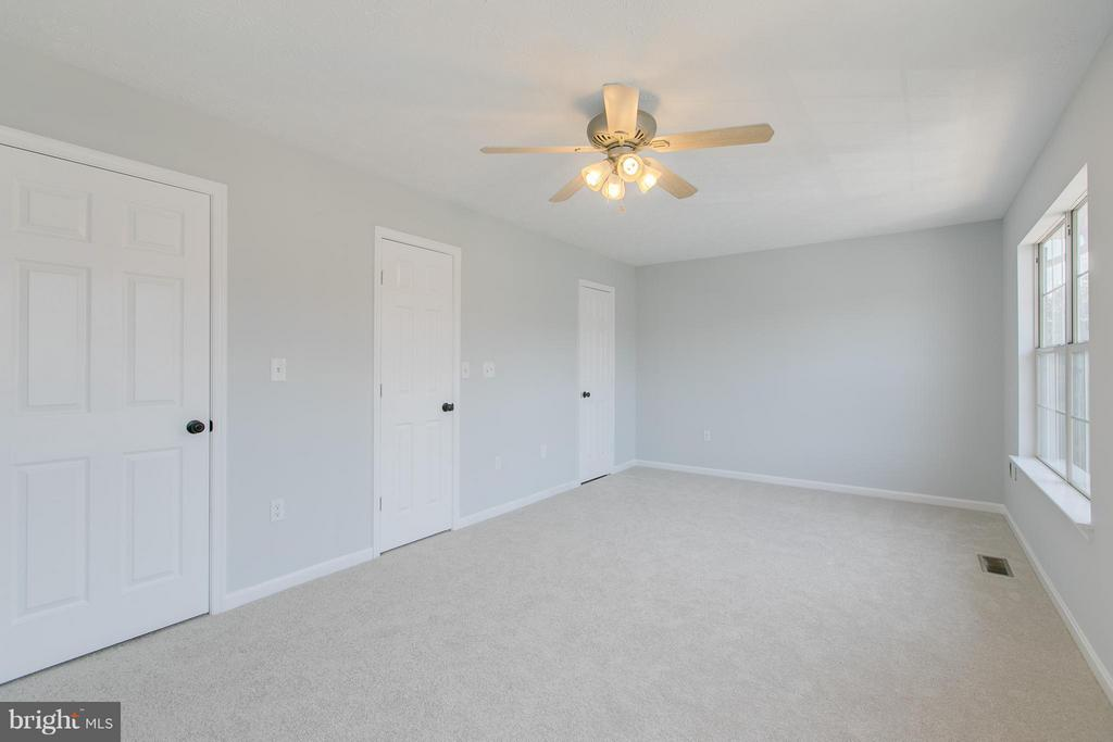Walk in closet - 508 WATERS COVE CT, STAFFORD