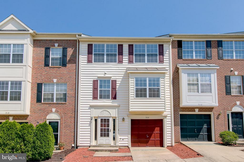 Three Level Townhome with Garage - 508 WATERS COVE CT, STAFFORD
