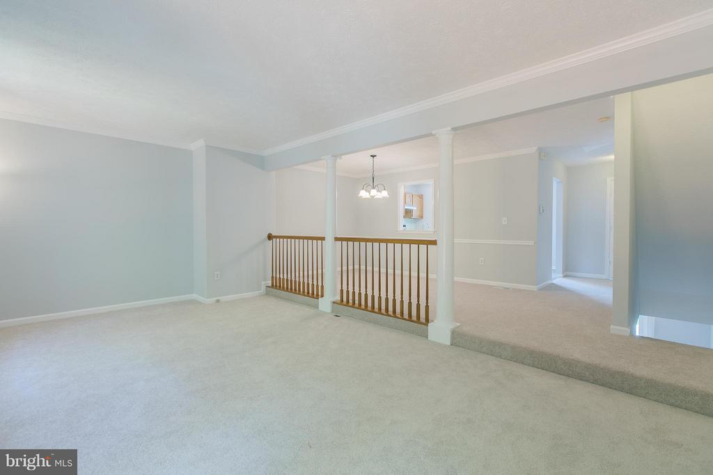 Crown molding - 508 WATERS COVE CT, STAFFORD
