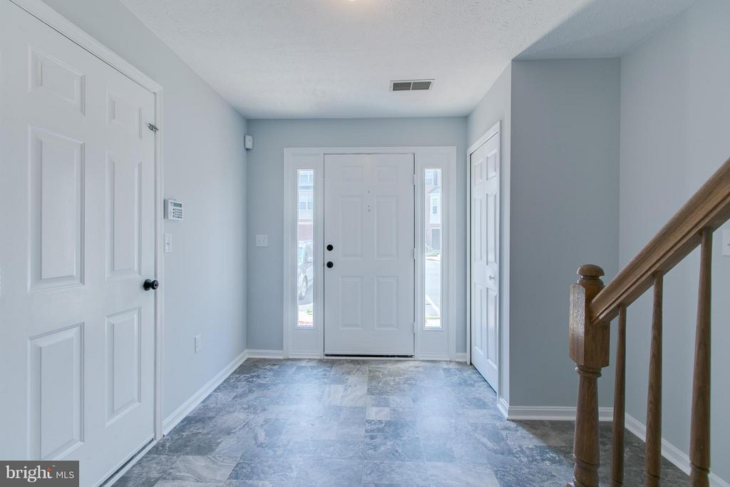 Walks into a spacious Foyer - 508 WATERS COVE CT, STAFFORD