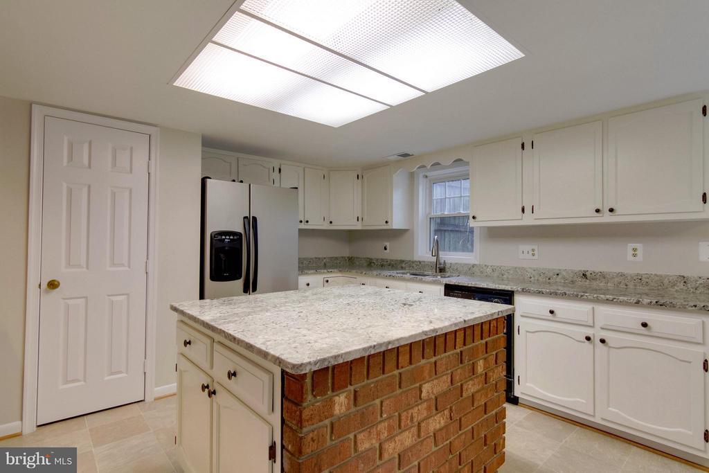 Kitchen - 1035 AQUIA DR, STAFFORD