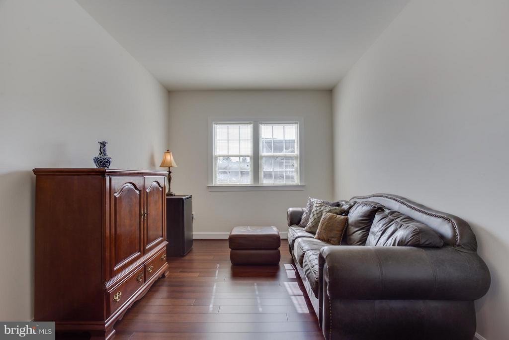 Master w/ Sitting Room - 9 ECHOLS LN, STAFFORD