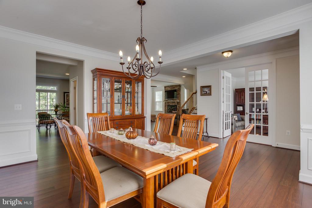 Separate Formal Dining Room w/ Trim Work - 9 ECHOLS LN, STAFFORD