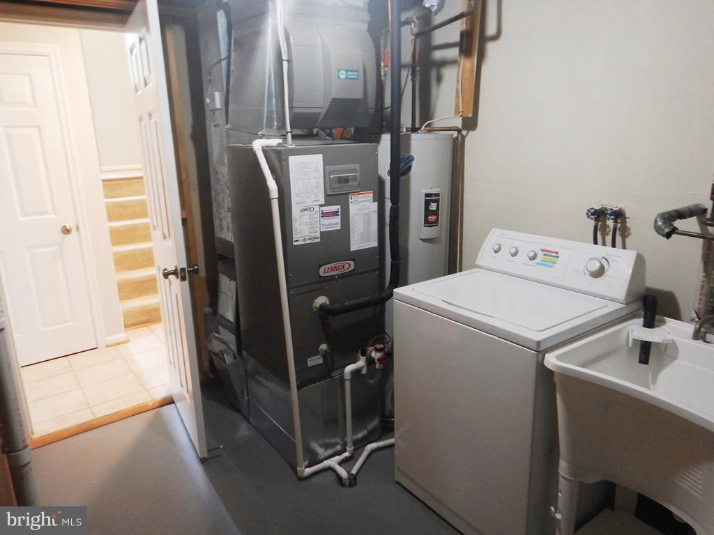 Laundry Room with Painted Cement Floor - 5700 TENDER CT, SPRINGFIELD