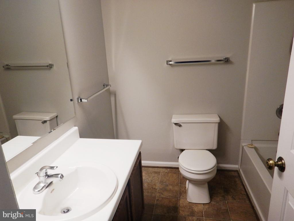Hall Bath - 5700 TENDER CT, SPRINGFIELD
