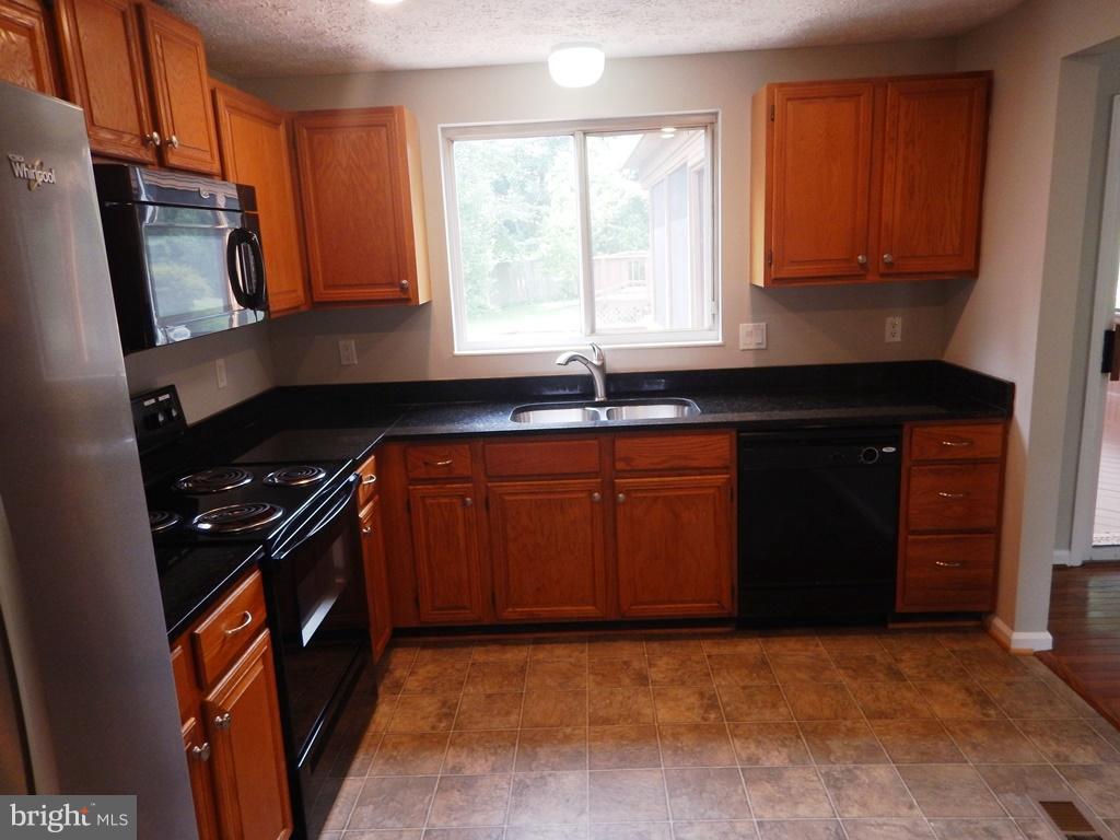 Kitchen - 5700 TENDER CT, SPRINGFIELD