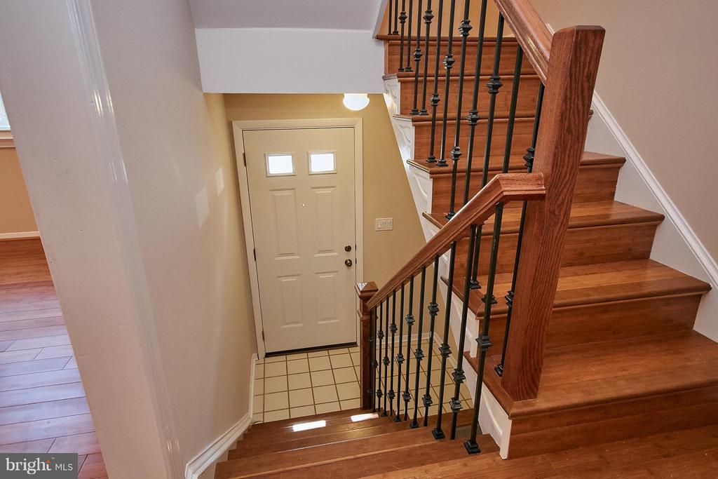 Entry Foyer - 3367 WHIPPLE CT, ANNANDALE