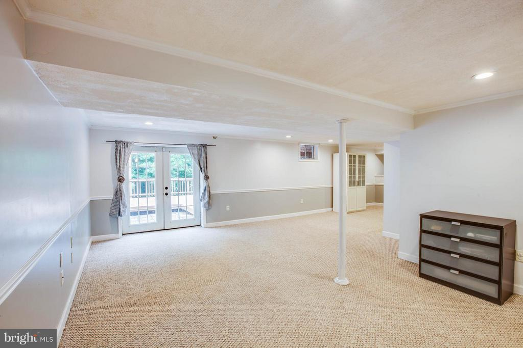 Walk out basement and natural light - 10 WILLOW GLEN CT, STAFFORD