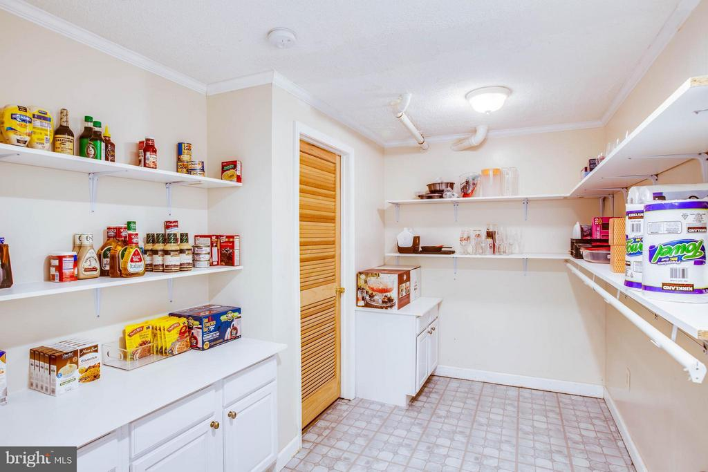 Craft room, additional pantry - whatever you need! - 10 WILLOW GLEN CT, STAFFORD