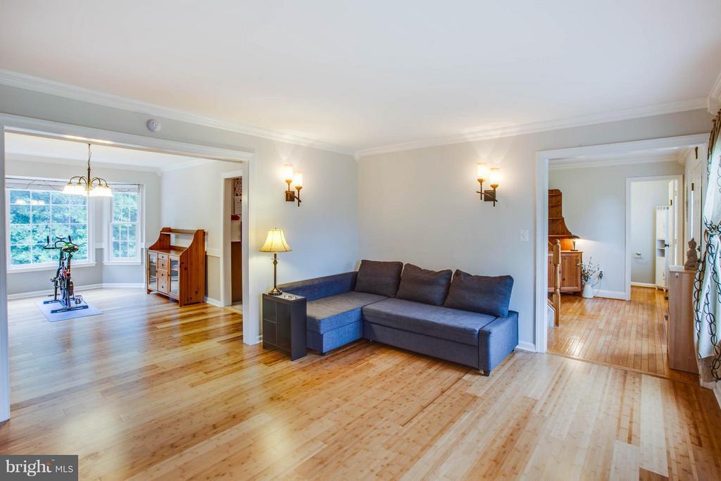 Beautiful Bamboo Hardwood Floors - 10 WILLOW GLEN CT, STAFFORD